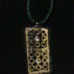 Ein Amulett aus einem Dominostein