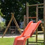 Ein kleiner Spielplatz im Hinterhof verschönert doch das Ambiente, oder? ;)