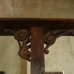 Holzrahmen des Tresens in der Buchbar