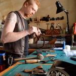 Unser Kunsthandwerker Schmuddl bei der Arbeit